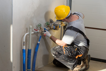 Using Plumbing Services to Repair Leaky Pipes